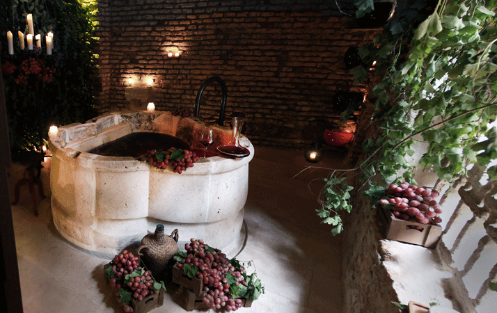 Vinoterapia il vino come elisir di bellezza spa del vino e massaggi - Bagno birra praga ...