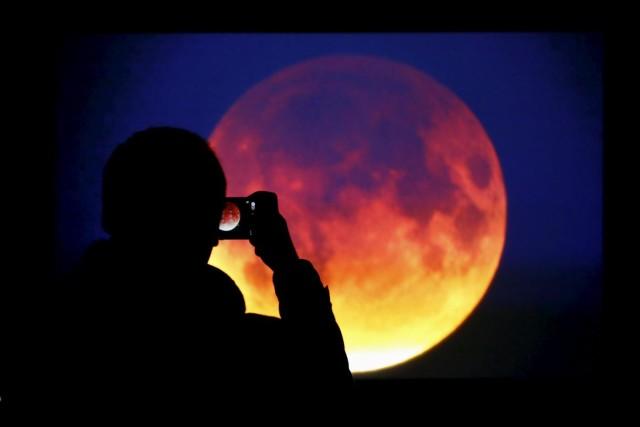 eclissi lunare più lunga del secolo